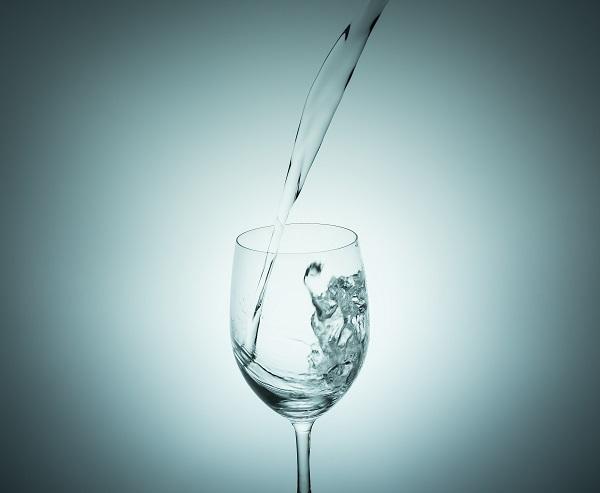 水分不足が皮脂・ニキビに及ぼす悪影響