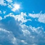 夏にトレチノイン治療を行うリスクの高さを説明する