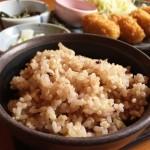 ニキビのために玄米を食べる