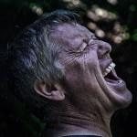 トレチノインの痛みで叫ぶ男