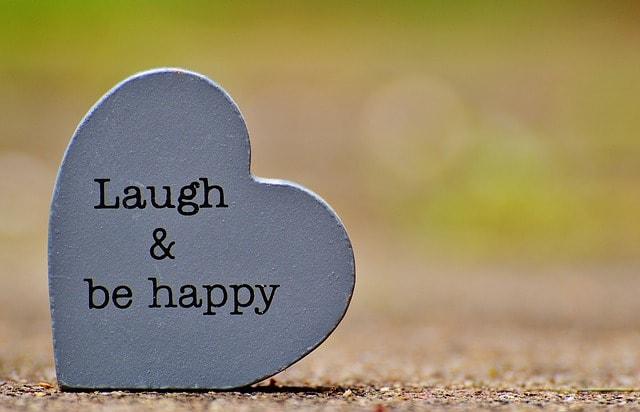 laugh-1391101_640-min